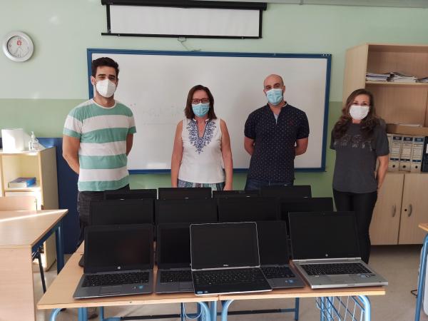 El AMPA La Dársena ha negociado la donación de trece portátiles por parte de Endesa